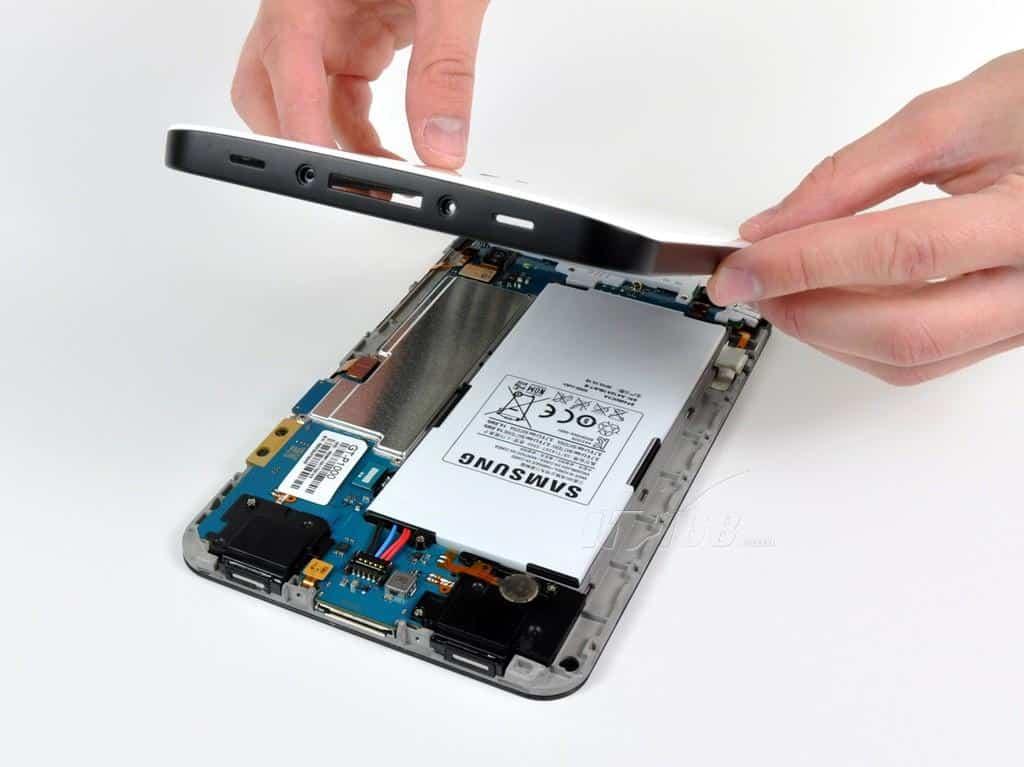 Съём аккумулятора на планшете